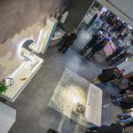 Microcemento de Tecnocemento en pisos y paredes comerciales