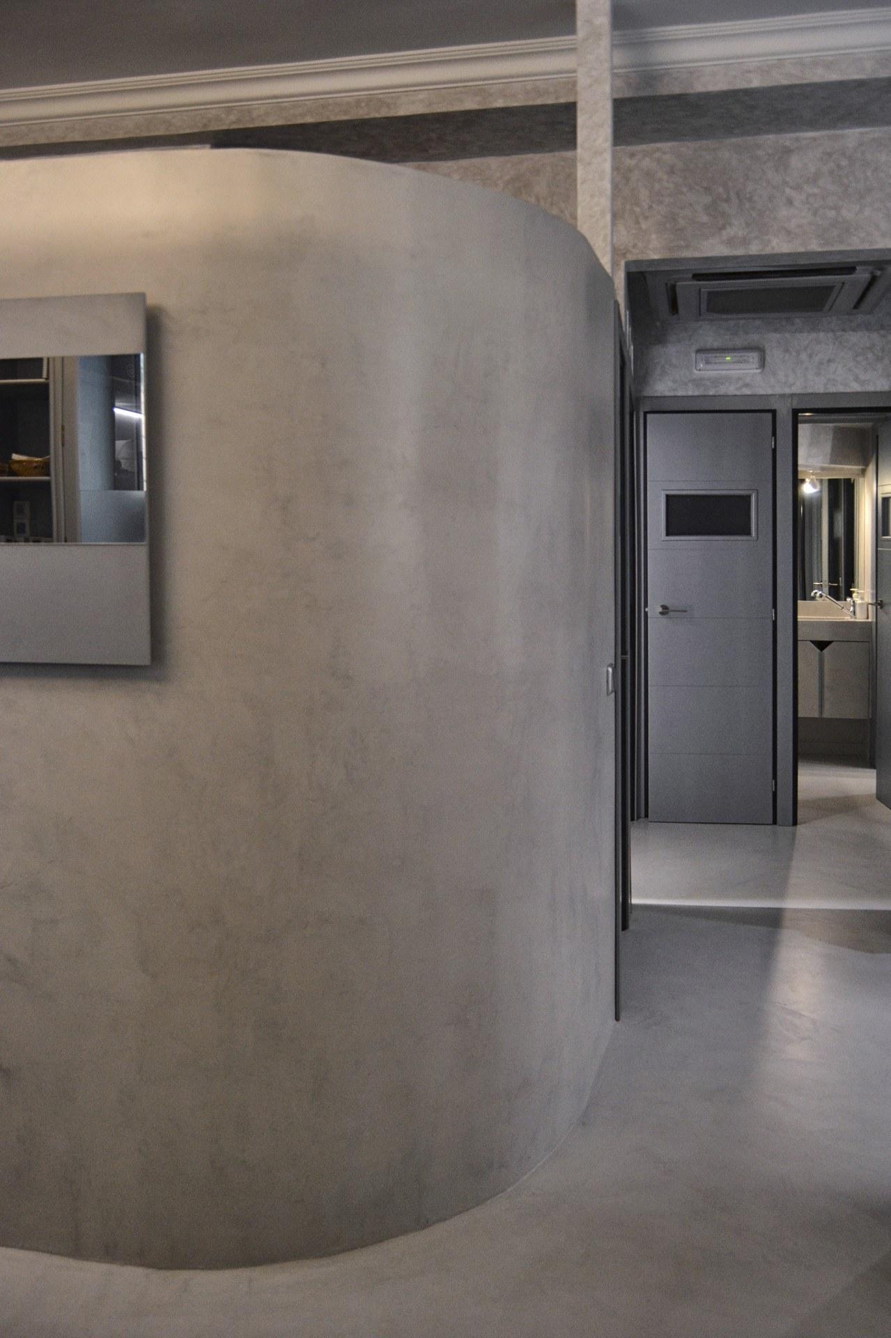 microcemento en paredes y columnas comerciales